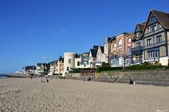 les villas situes aprs la promenade Savignac (florence.V) Tags: france 14 normandie plage calvados lesplanches trouvillesurmer villapersane lesvillas latourmalakoff villadesflots