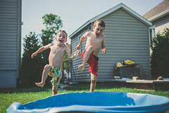 How to fight hot weather... (Louis Chiasson) Tags: elliot zachary canon 5d 50mm f18 piscine pool hot very weather mto journe day water eau