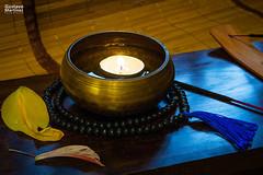 Hora de meditar (GustavoMtz Fotografa) Tags: luz azul madera agua bowl rosario vela abstracto mala budismo incienso decoracion cuenco cuencobudista