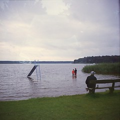(Christian Gttner) Tags: analog analogue mecklenburgvorpommern see lato lake film fujifilm fujireala100 niemcy natur nature natura niebo niebieski mediumformat mittelformat heaven himmel horizont landschaft landscapes landscape wasser water wolken europa zeissikonnettar51516 rollfilm tyskland umwelt ufer outdoor summer sommer deutschland germany 120 6x6 vatten doppelbelichtung doubleexposure
