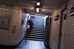 _D201925.jpg (fdc!) Tags: couloirsdumtro factueldescriptif moyendetransport mtro termessurlaphotographie transport transportscollectifs transportsencommun vehicule linstantdcisif littlebiggalerie couloirsdumtro mtro linstantdcisif