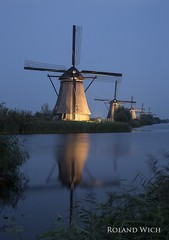 Kinderdijk (Rolandito.) Tags: windmill holland paysbas light windmhle illumination pays windmull molen bas lights windmhlen windmills nederland netherlands illuminated kinderdijk niederlande