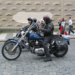Bikers (Been Around) Tags: 001 europe eu europa expressyourselfaward europeanunion concordians travellers thisphotorocks 2006 urlaub niceshot nothingbutthebest onlyyourbestshots bikers biker harley prag praha prague hradschin street harleydavidson hradany castledistrict tschechien cz eskrepublika czechrepublic canon powershotg5 powershot g5