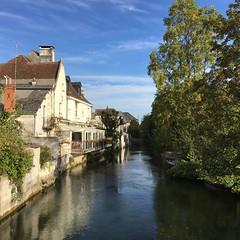 P20161012_101714915_25F90FC0-7D0F-4C19-BA1F-5DB19B10A9CB (ji0405hye) Tags: 프랑스 로슈 일상 마을 france village loches cotidien liviere river campagne promenade