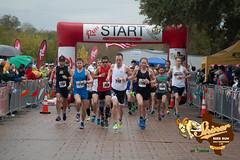 20141122ShinerF-4209 (PhotoWolfe.com) Tags: start marathon half halfmarathon 5k 2014 irun photowolfe photowolfecom shinerbeerrun splitsecondproductions iruntexas iruntexasnet