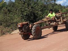 "Tracteur laotien <a style=""margin-left:10px; font-size:0.8em;"" href=""http://www.flickr.com/photos/83080376@N03/15951185951/"" target=""_blank"">@flickr</a>"