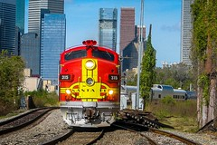 Warbonnet and Skyline (txrailfan) Tags: santafe special passenger warbonnet