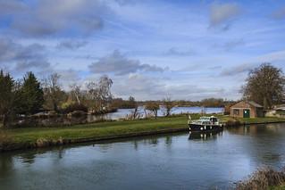 Canal de la Somme et les étangs à Frise