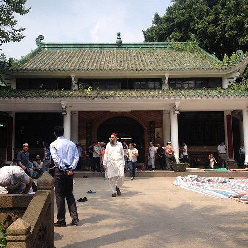 After Jumaat Prayer at Hui Seng Mosque, Guangzhou. The architecture of building still preserve until today .Islam is everywhere #respect #islam #muslim #malaysiabackpackers #backpacker #travel #traveling #guabackpacker #photo #instatravel #guangzhou #chin