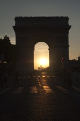 Atardecer en el Arco del Triunfo (CURZU@) Tags: sunset paris del de atardecer eos arc triomphe nacional parissunset 50dcanon atardecerenparis puestadesolarco triunfonapoleonluis felipesmbolo franciacanoneos50deos 50darc