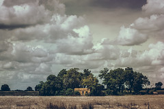 Por el camino [Explored!] (emiliokuffer) Tags: old house countryside casa day cloudy farm country dry campo viejo viejacasa regionwide