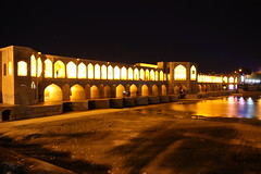 Khaju Bridge (Si,conquesoporfavor) Tags: travel people food travelling iran travellers wanderlust traveling bazaar mosques travelphotography travelpictures travelphotos travelpics travellingphotos khajubridge travelingphotography travellingphotographers travelblogging travelmoments siconquesoporfavor travelblogsiconquesoporfavor