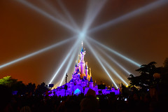 Lightshow at Euro-Disney (Mister Electron) Tags: nightphotography paris france color colour evening disneyland vibrant vivid disney lightshow eurodisney beams spotlights sonetlumiere disneylandparis searchlights spectacle whitsun eventphotography nikond800