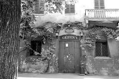 GRIFFIN'S (Giuseppe_Cer) Tags: old bw italy irish pub modena facciata