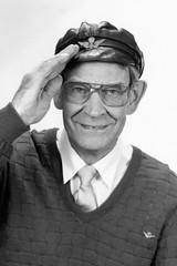 Gsta, SJ pensionr (Michael Erhardsson) Tags: pappa sj far pension fotografi gsta portrtt scannat svartvitt pensionr 1990talet