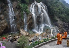 Monks at Cat Cat waterfall in Sapa (Vietnam) (Linas G) Tags: mountain waterfall asia southeastasia vietnam monks catcat homestay sapa laocai catcatvillage locai