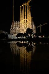 Sagrada Familia by night (javierinsitu) Tags: barcelona city family espaa familia tokina holy gaudi sagrada catalua reflejos reflexes 1116