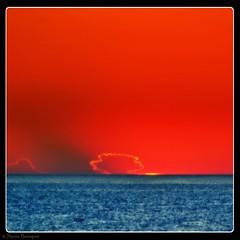 Lever de soleil pudique derrire un petit nuage (bleumarie) Tags: carr formatcarr