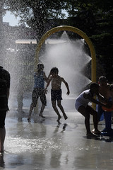 The heat is on / Le got de l'eau (Jacques Lebleu) Tags: light summer people water heat verano t calor heatwave chaleur canicule kidsplaying jeuxdenfants watergames jeuxdeaux