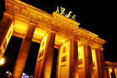 L1160691_1024 (Bruno Meyer Photography) Tags: leica light berlin history wall night germany deutschland symbol platz united 1989 tor brandenburger allemagne mitte leicacamera 2014 parizer leicaimages leicadlux5