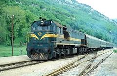 664 102  Roc  01.05.89 (w. + h. brutzer) Tags: analog train roc nikon eisenbahn railway zug trains locomotive lokomotive diesellok 664 eisenbahnen jugoslawien dieselloks webru
