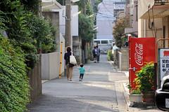 (Yorozuna / ) Tags: road japan tokyo alley shinjuku backalley child walk mother vendingmachine  backshot               kawadachou