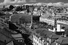 Rossio Square (Элвин Ваутерсе) Tags: lisbon lisboa lissabon portugal europe europa centre square monument roof roofs houses buildings elwinw nikon d40 skylinestudio travel tourism tourist walls people city country pt nikonflickraward flickraward monochrome blackandwhite skyline outdoor