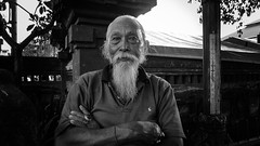 Denpasar (PETMBOU) Tags: portrait blackandwhite bali indonesia streetphotography petmbou
