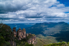 The Three Sisters (ArcticZeppelin) Tags: mountains beautiful landscape rainforest australia bluemountains nsw newsouthwales thethreesisters