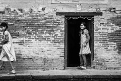 wood door frame (Laixiang Pow) Tags: street door wood nepal bw white black monochrome canon photography asia mark iii frame 5d kathmandu