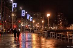 El Muro de Navidad. (Manuelbv) Tags: muro navidad luces playa urbana expo2015