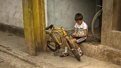Bike Mechanic - Havana - Cuba (IV2K) Tags: street boy bike bicycle sony havana centro habana hdr lahabana rx1
