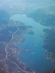 Wrthersee from the air, Austria (Paul McClure DC) Tags: austria sterreich scenery krnten carinthia fromtheair klagenfurt wrthersee worthersee celovec may2016