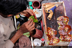 Untitled 103 (Amna Yaseen) Tags: pakistan man leaf fromabove chew lahore paan 2016 subcontinenttradition