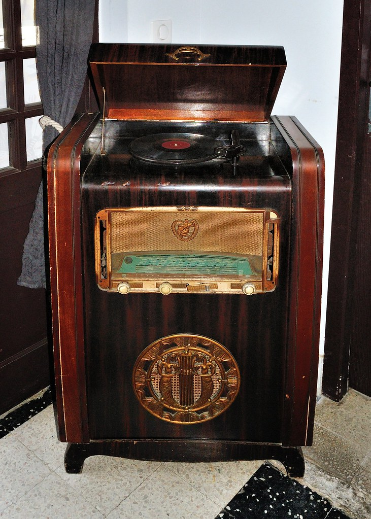 the world 39 s best photos of garrard and vintage flickr. Black Bedroom Furniture Sets. Home Design Ideas
