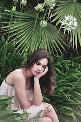 lovely garden (Giorgia Cinelli) Tags: park summer portrait green nature girl beauty spring quiet peace retratos delicate ritratto delicacy