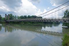 Grosle (Ain) : le pont suspendu (bernarddelefosse) Tags: france rhnealpes ain isre brangues grosle lerhne pontsuspendu eau fleuve
