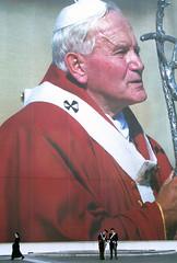 Beatificazione (Merodema) Tags: pope rome uniform nun huge non plein carabinieri paus stpietersplein peterssquare gigantisch