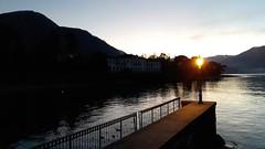 bellagio (22) (giangian239) Tags: bellagio lago di como acqua barca panorama vicolo scala pietra veduta turismo laghi lombardi lombardia tramonto sera lampione residenza vacanza villeggiatura riflesso specchio belvedere pontile molo