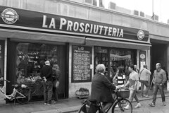 Prosciutto di Parma (Shooting in RAW) Tags: negozio movida parma 1200d canon bianconero bw 2470 f28 prosciutto salumi 2016 cr2