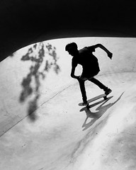 Monochrome Photography TakeoverContrast Black And White Eye4photography  Skateboarding Skate Park Skateboard Lifestyles Leisure Activity High Angle View Full Length Extreme Sports Adventure Street Photography Streetphotography (dinalfs) Tags: stphotographia iphone6 monochromephotography takeovercontrast blackandwhite eye4photography skateboarding skatepark skateboard lifestyles leisureactivity highangleview fulllength extremesports adventure streetphotography