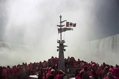 Face the storm (M.Galvis) Tags: canada town niagara falls