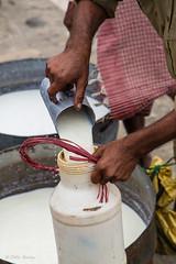 """Livraison du lait sur le Brahmapoutre • <a style=""""font-size:0.8em;"""" href=""""http://www.flickr.com/photos/71979580@N08/15661636298/"""" target=""""_blank"""">View on Flickr</a>"""