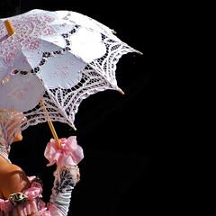 Old lace / Vecchi merletti (Giorgio Ghezzi) Tags: lady lace parasol bow glove fiocco pearlnecklace parasole collana guanto merletto giorgioghezzi