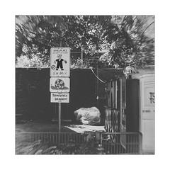 N201600659 (Thierry Lubin (www.meinstream-fotografie.de )) Tags: airedejeux thierrylubin 3570mm badenwrttemberg bwblackwhiteblackandwhite ettlingen fotografie lubin mai meinstream meinstreamfotografie plaground quadrat spielplatz swschwarzweissschwarzundweiss thierry