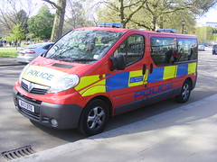 4269 - Met DPG - BX13 DTO - 148 (Call the Cops 999) Tags: road uk england house london 1 britain united sunday great group may police kingdom led vehicles 101 gb vehicle service van guards met emergency protection 112 metropolitan services dpg battenburg vauxhall diplomatic 999 dto 2016 lightbar constabulary vivaro bx13 metpol