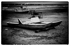 Aspettando l'estate (maurizio.difederico) Tags: mare maredinverno bianconero francavillaalmare blackandwhite