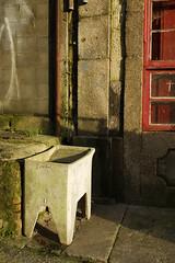 (Eire...) Tags: light sunset luz de atardecer sink porto laundry oporto lavadero llum capvespre safareig