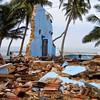 Tsunami: a tragédia vista por quem estava lá   Dez anos após o desastre natural de 26 de dezembro de 2004, leitores da BBC enviaram fotos da destruição causada.   Na ocasião, um terremoto de 9.1 de magnitude provocou ondas gigantes que atingiram vários pa