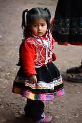 Peruvian cutie (Mel@photo break) Tags: life red people cute peru girl costume kid child dress cusco mel gal valley melinda folks sacredvalley incas peruvian cuite planeterra urubambavalley  chanmelmel melindachan